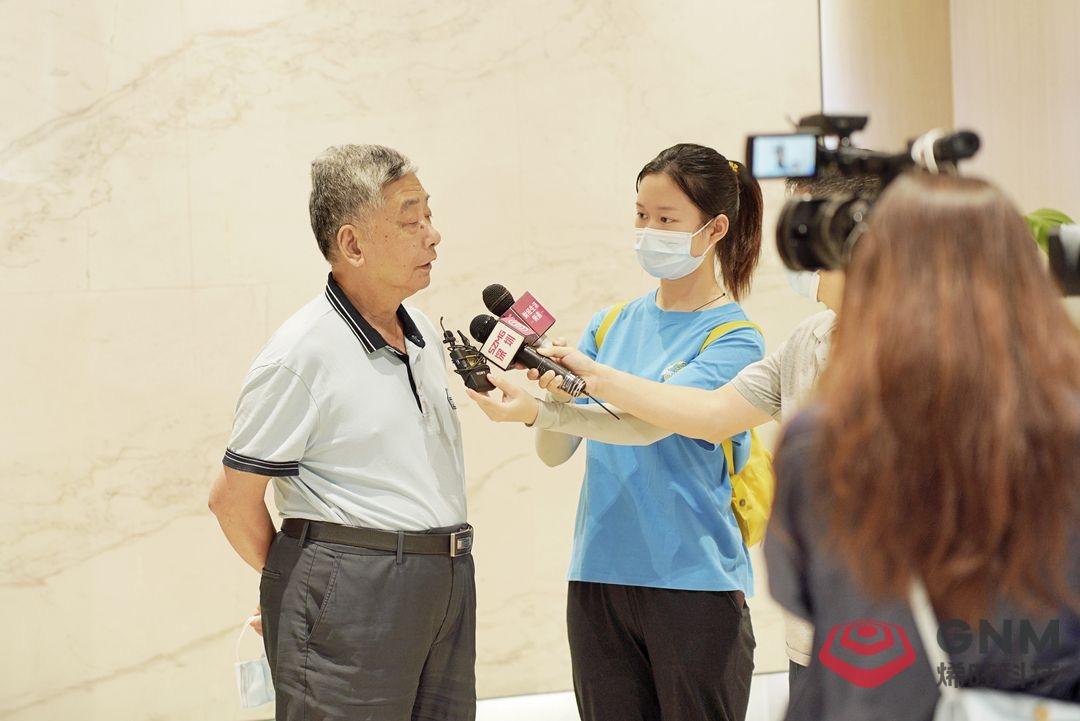 石墨烯产业奠基人冯冠平教授接受媒体采访