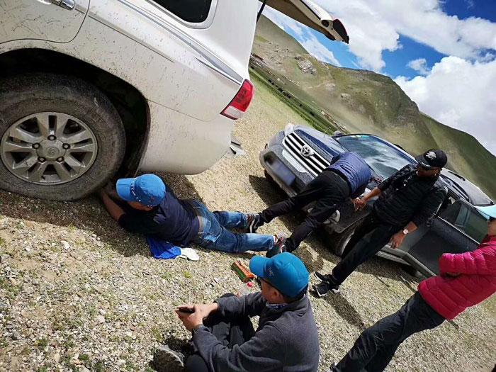 西藏自驾陷车