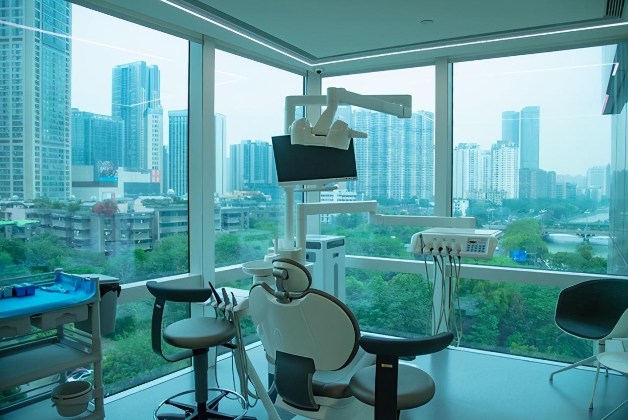 这家医院与众不同 只要是艺术家就可免费植牙